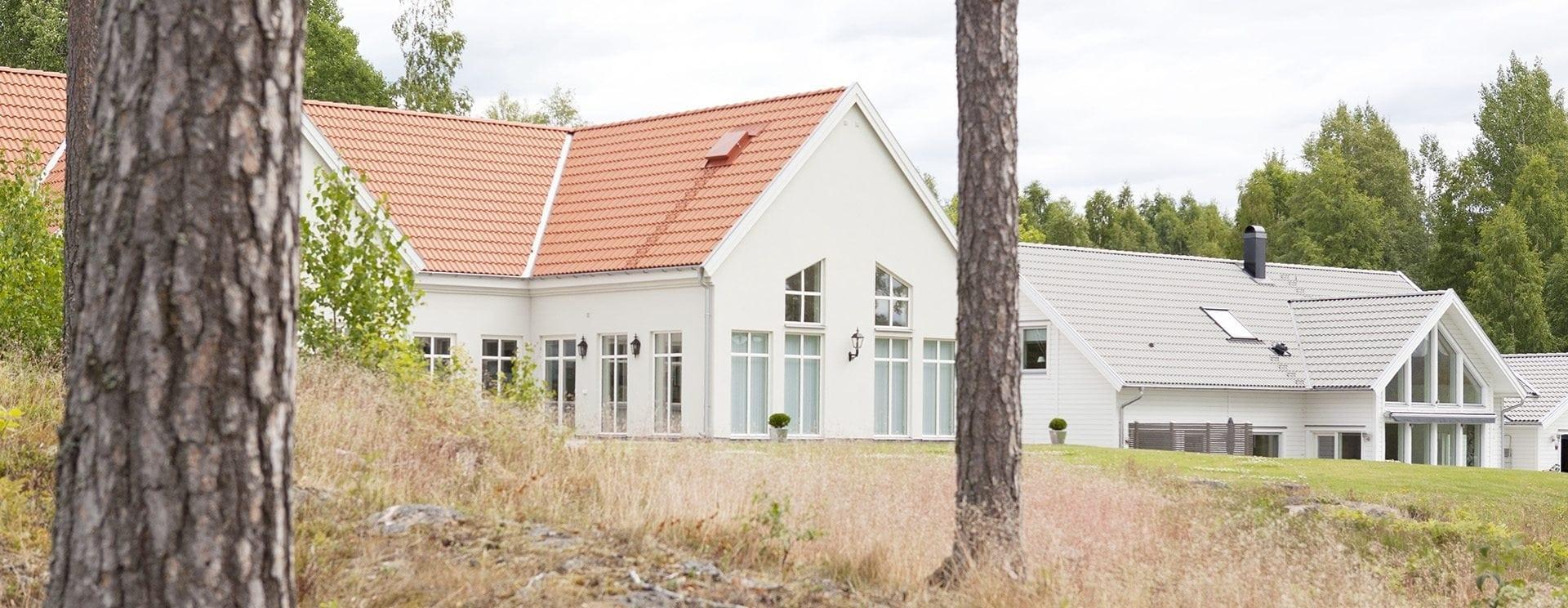 Två nybyggda hus
