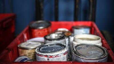 Gamla färgburkar - miljöfarligt avfall