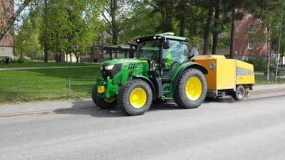 Sandsopning med traktor