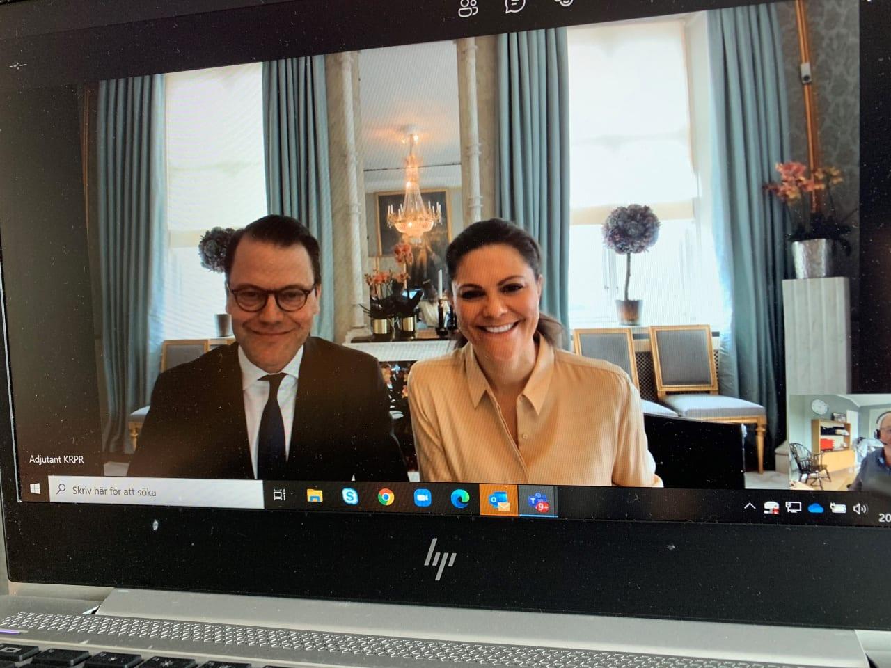 kronprinsessparet deltar i digitalt möte.