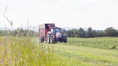 röd traktor säters kommun fotograf helena blom